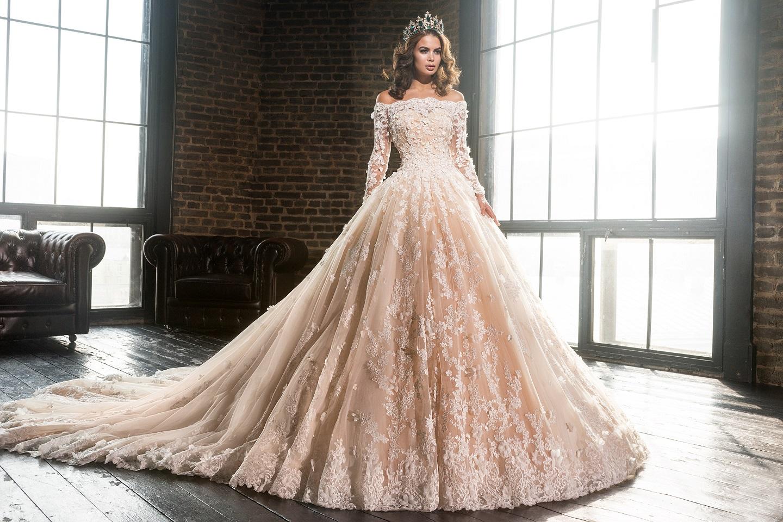 сватбени рокли в цвят шампанско