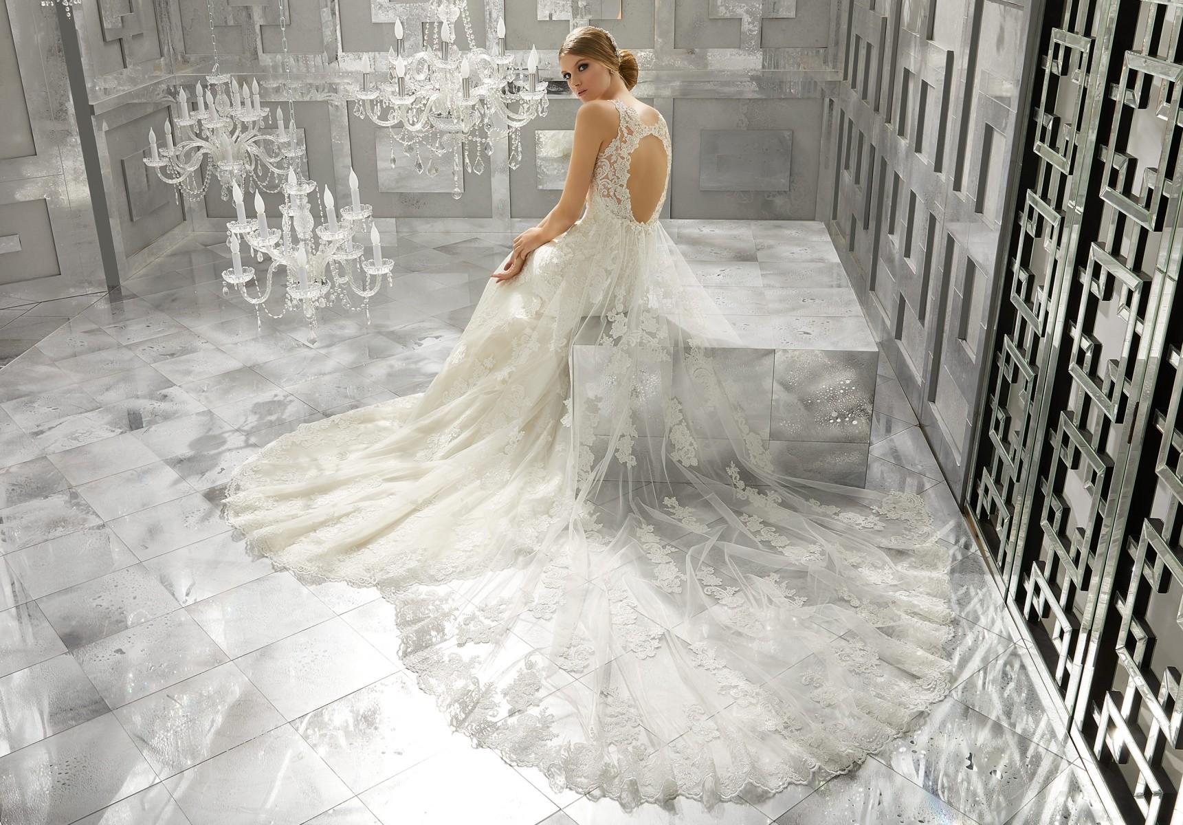 сватбени рокли от Романтика фешън